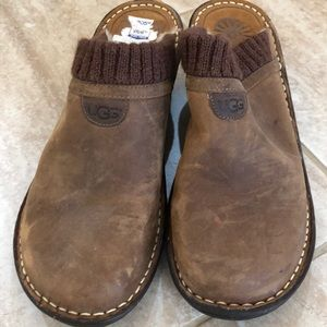 UGG Sheepskin-Lined Leather Clogs Size 10
